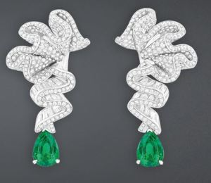 archi_dior_collection_emerald_diamond_earrings