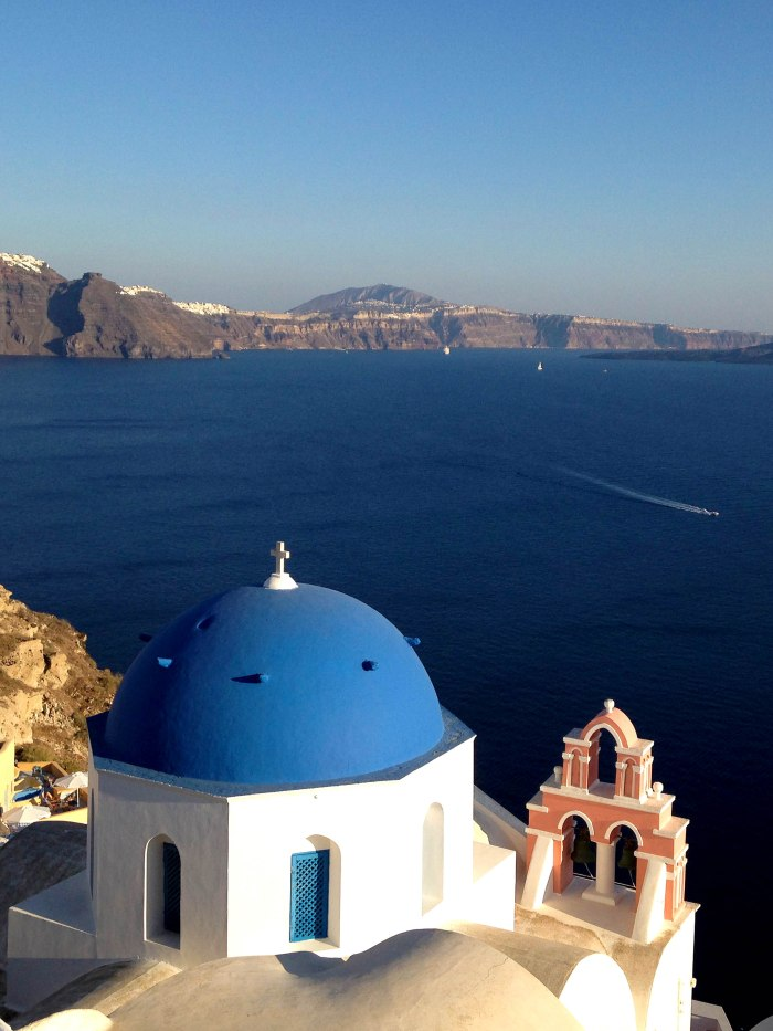 blue_dome_santorini_greece_iphone_honeymoon_wallpaper1_iphone5c