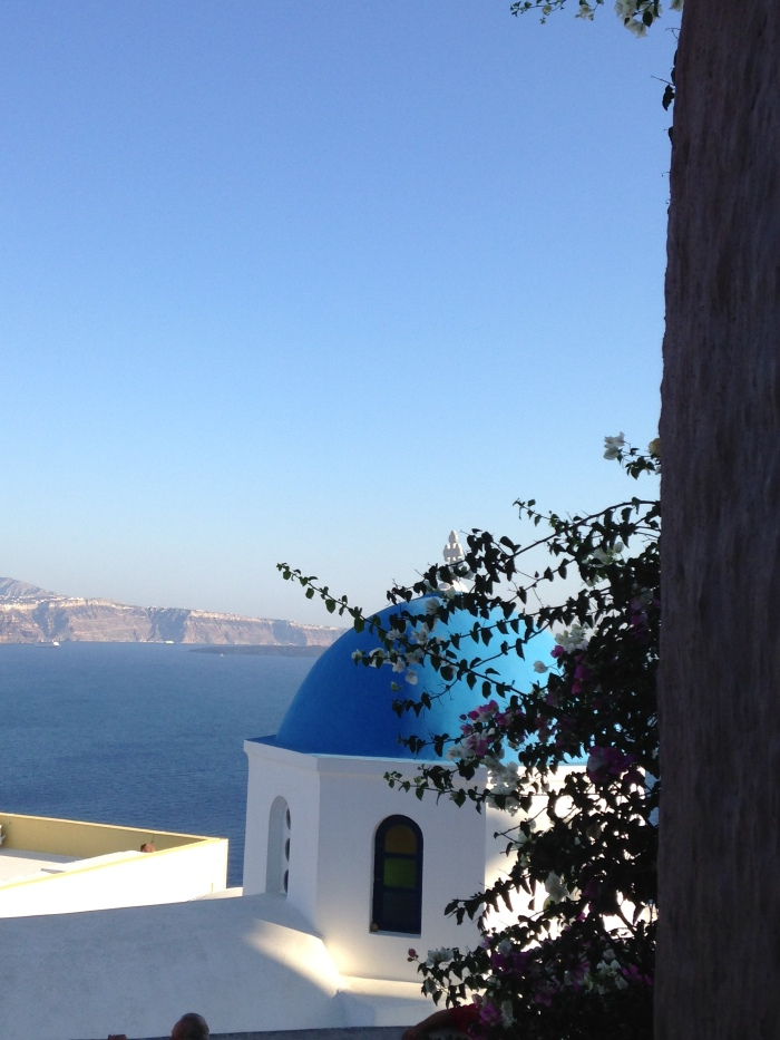blue_dome_santorini_greece_iphone_honeymoon_wallpaper_iphone5c