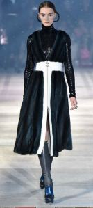 dior_pre_fall_prefall_collection_2015_black_jacket_tailored_glitter_sparkle_white_hint_fur_boots