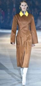 dior_pre_fall_prefall_collection_2015_camel_brown_jacket_yellow_collar_color_pop