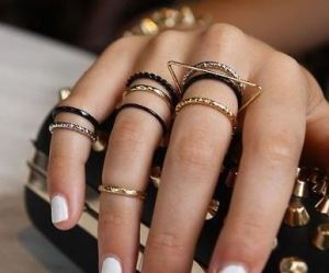 multiple_rings_spring_-2015_trends_jewelry