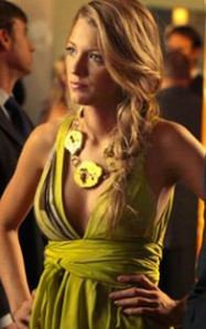 serena_van_der_woodsen_blake_lively_geode_necklace_raw_agate_gold_green_olive_druzy